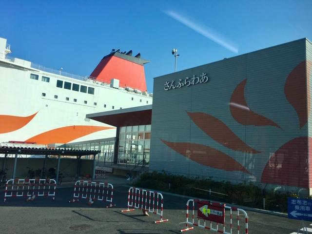 大阪港に停泊する「さつま」