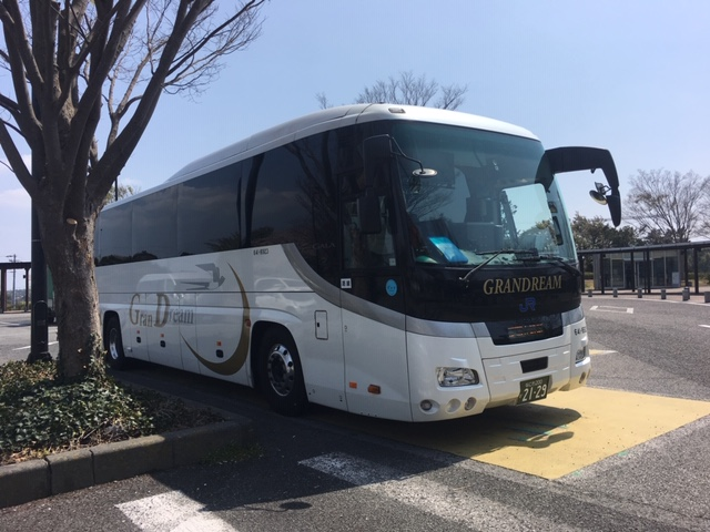 横浜グラン昼特急大阪右斜め前写真