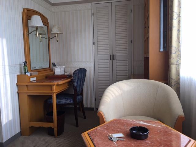ホテルのテーブル