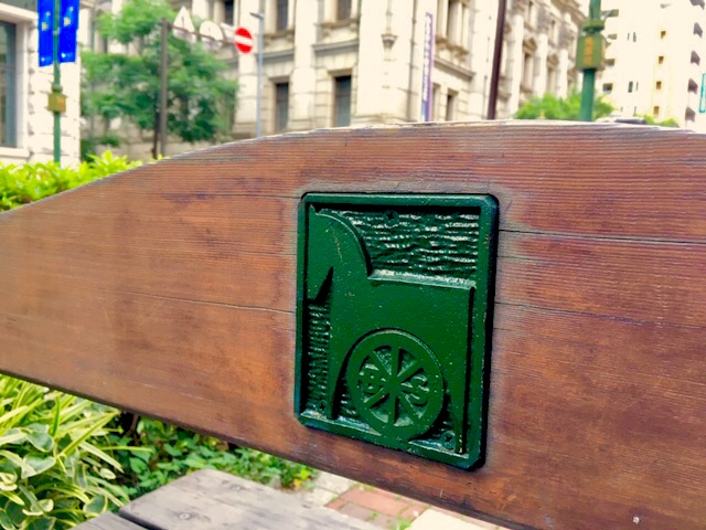 馬車道のベンチ