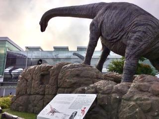 福井駅前の恐竜像